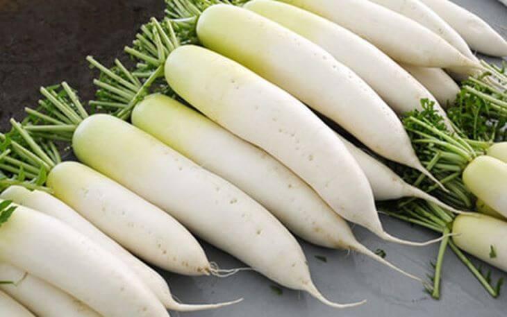 Củ cải trắng chứa nhiều dưỡng chất thích hợp để làm mặt nạ trị tàn nhang