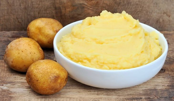 Bạn cũng có thể sử dụng khoai tây để làm mặt nạ trị tàn nhang