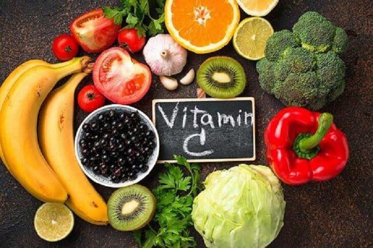 Bổ sung thực phẩm chứa nhiều vitamin C giúp chống oxy hóa, bảo vệ da