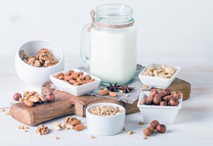 Sữa hạt chứa nhiều dưỡng chất giúp bệnh nhân giảm triệu chứng bệnh