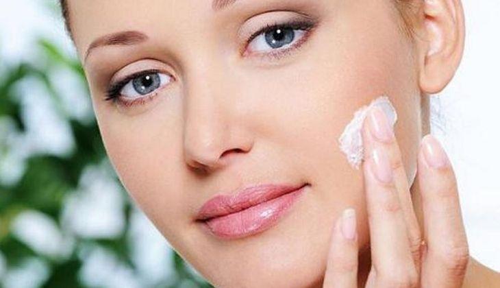 Một số thành phần trong kem đánh răng rất có lợi với làn da thâm mụn