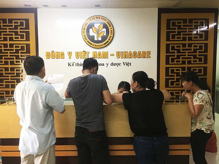 Trung tâm Đông y Việt Nam có khá đông bệnh nhân đến khám bệnh