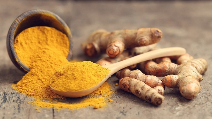 Nghệ có đặc tính kháng viêm, kháng khuẩn nên nó giúp giảm đau họng hiệu quả