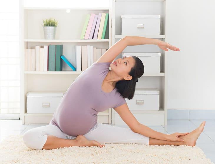 Các động tác yoga rất tốt cho bà bầu và giúp chữa đau vai gáy