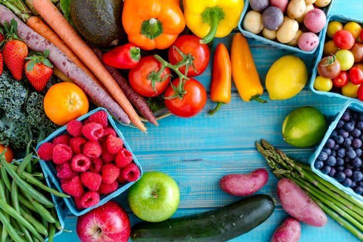 Nên bổ sung các loại rau xanh, thực phẩm chứa nhiều acid béo… trong chế độ ăn uống hàng ngày