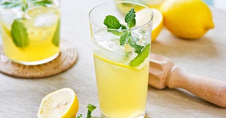 Nước uống Detox với chanh tươi giúp bạn giảm cân và mỡ bụng một cách hiệu quả