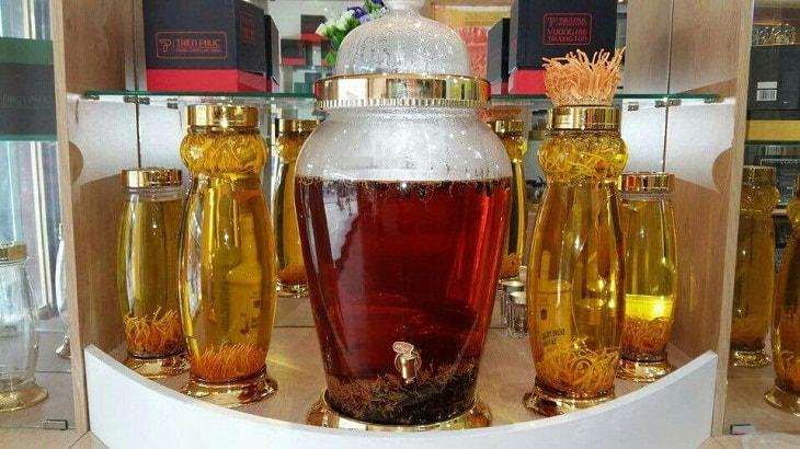 Cách ngâm rượu đông trùng hạ thảo với sâm và nhiều dược liệu khác