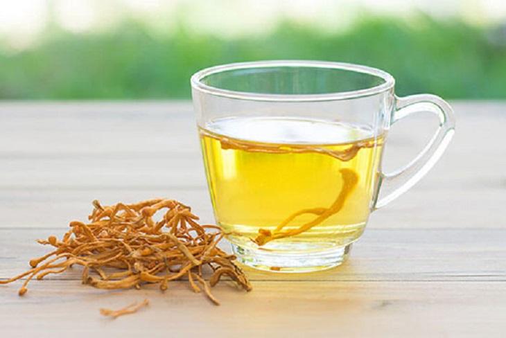 Bạn có thể sử dụng đông trùng hạ thảo khô để pha trà