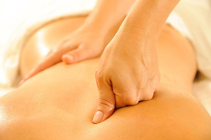 cách chữa thoát vị đĩa đệm tại nhà bằng massage