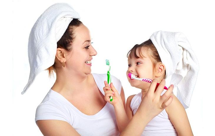 Ba mẹ cần hướng dẫn trẻ chăm sóc răng miệng từ khi còn nhỏ