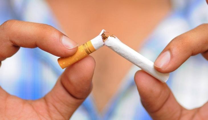 Từ bỏ ngay thói quen hút thuốc lá nếu muốn chăm sóc răng miệng đúng cách
