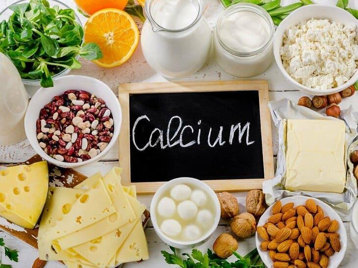 Nên bổ sung các loại thức ăn có chứa nhiều canxi tốt cho xương khớp