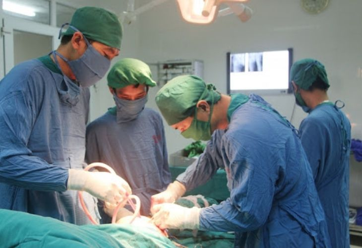 Những trường hợp khô khớp gây biến chứng chỉ có thể cải thiện bằng phẫu thuật