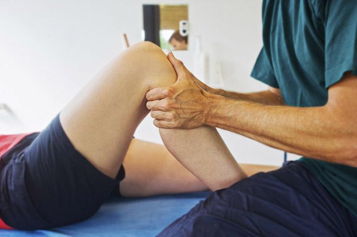 Xoa bóp khớp gối mỗi ngày giúp giảm các cơn đau