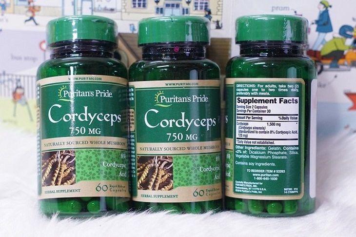 Người bệnh nên đọc kỹ nhãn sản phẩm để lựa chọn loại đông trùng hạ thảo phù hợp