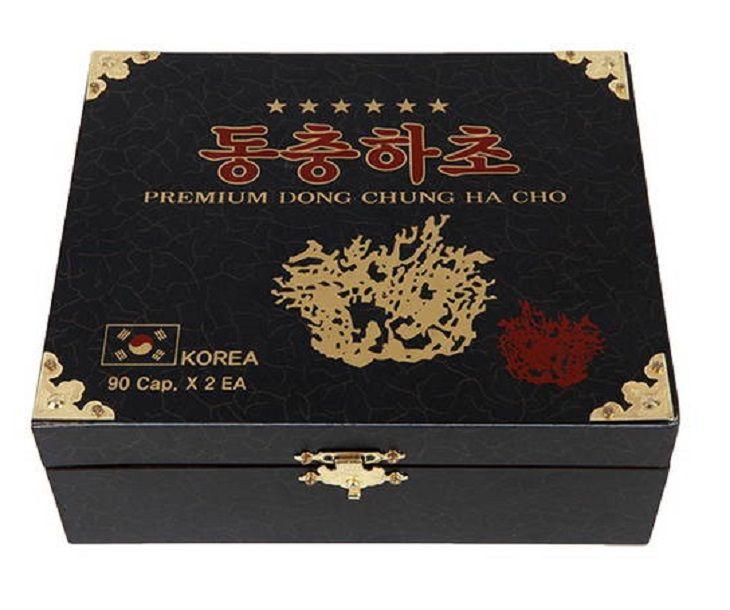 Đông trùng hạ thảo Dong Chung Ha Cho của Hàn Quốc được đựng trong hộp gỗ đen sang trọng