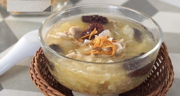 Cháo đông trùng hạ thảo khô là món ăn rất giàu dinh dưỡng
