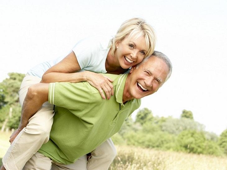 Đông trùng hạ thảo Việt Nam có tác dụng tăng cường sức khỏe, đặc biệt là với những người lớn tuổi