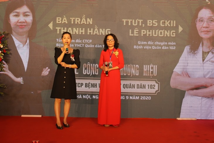 Đại diện ban lãnh đạo Bệnh viện Quân dân 102 phát biểu trong buổi Lễ Khai trương