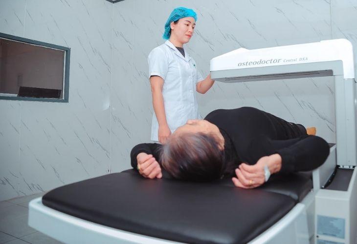 Sử dụng các thiết bị để xác định mức độ loãng xương