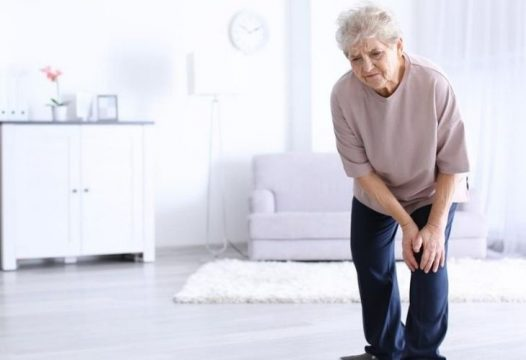 Loãng xương gây đau nhức khiến khả năng vận động bị hạn chế