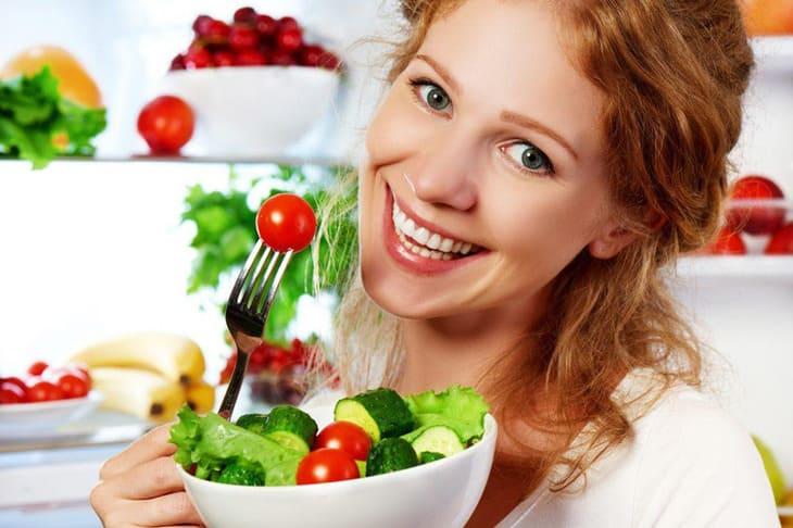 Bổ sung rau xanh và các loại hoa quả giàu vitamin để giảm thiểu tối đa lượng bã nhờn trên da