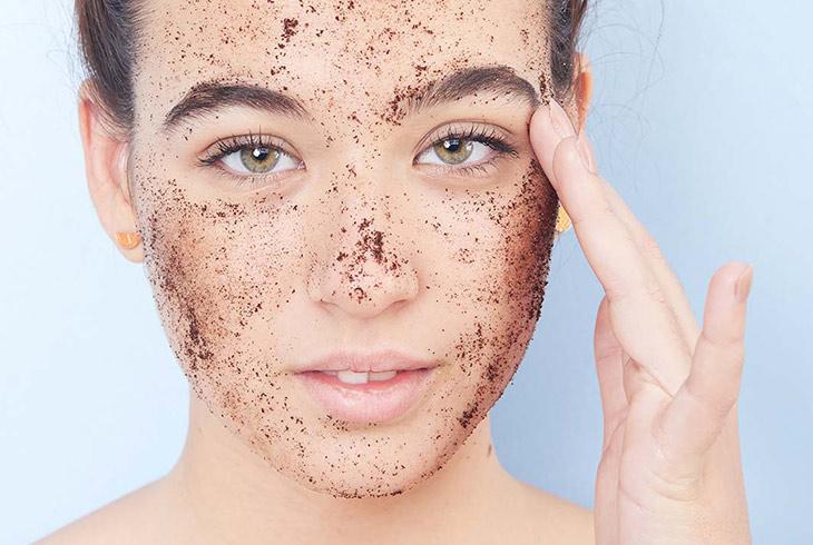 Tẩy da chết thường xuyên để lỗ chân lông luôn thông thoáng