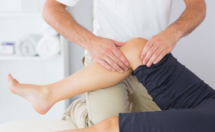 Tập vật lý trị liệu giúp hồi phục chức năng khớp gối