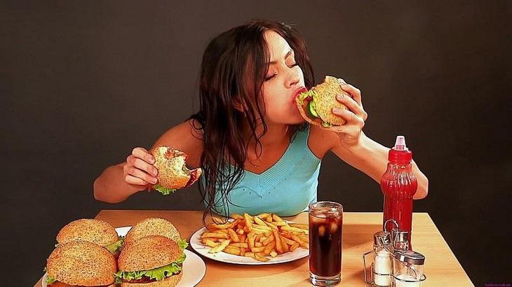 Ăn uống không lành mạnh là nguyên nhân gây polyp đại tràng sigma