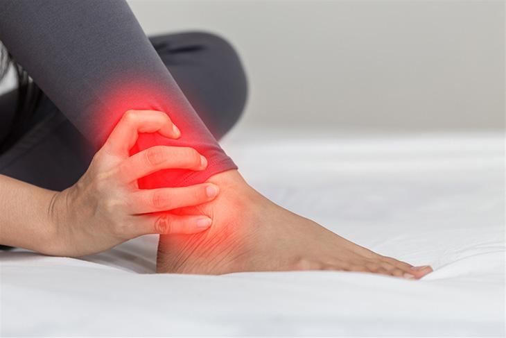 Thoái hóa khớp chân gây đau đớn cho người bệnh