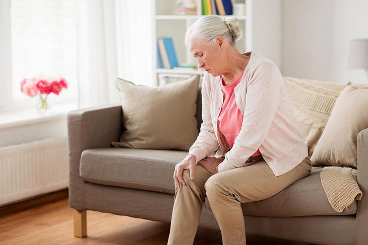 Tuổi tác là nguyên nhân chính khiến khớp chân bị thoái hóa