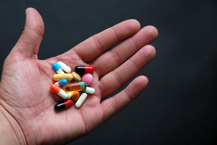 Có nhiều loại thuốc Tây khác nhau giúp trị thoái hóa khớp chân