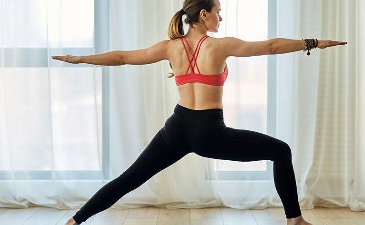 Nếu bạn băn khoăn thoái hóa khớp gối nên tập gì thì yoga là lựa chọn lý tưởng