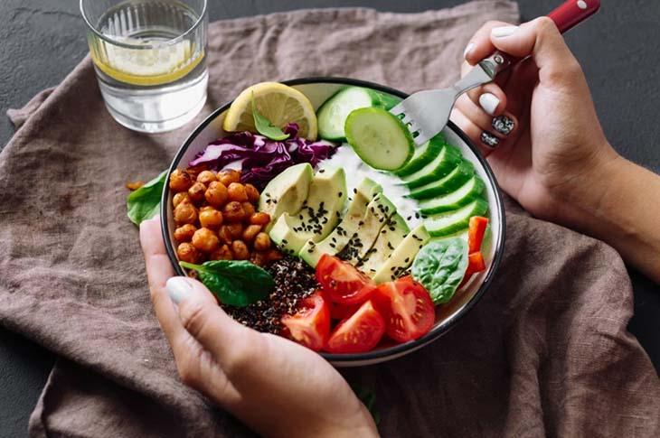 Người thoát vị đĩa đệm cần chú ý chế độ dinh dưỡng