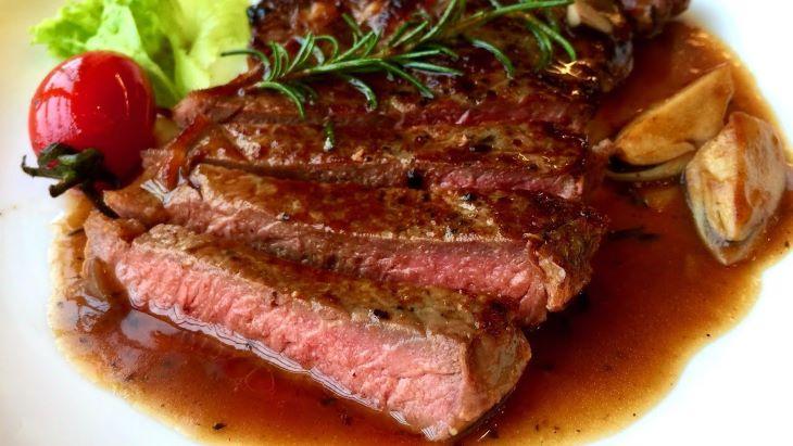 Tối đến miếng bò bít tết sẽ giúp người bệnh cân bằng năng lượng