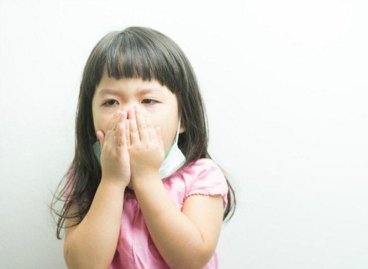 Viêm amidan hốc mủ có thể khiến trẻ bị ho dữ dội