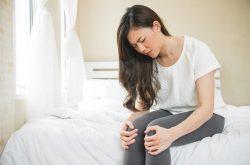 Người bị trĩ ngoại có cảm giác đau rát ở hậu môn