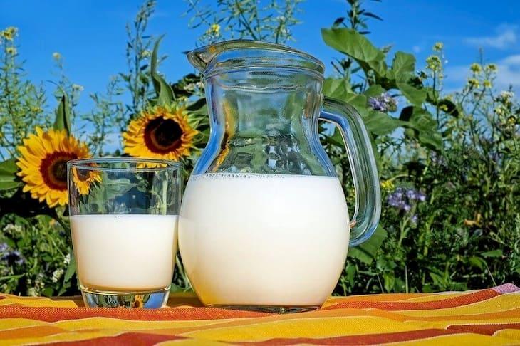 Trị thâm đỏ sau mụn nhanh nhất bằng sữa tươi không đường là phương pháp an toàn, hiệu quả được ưa dùng