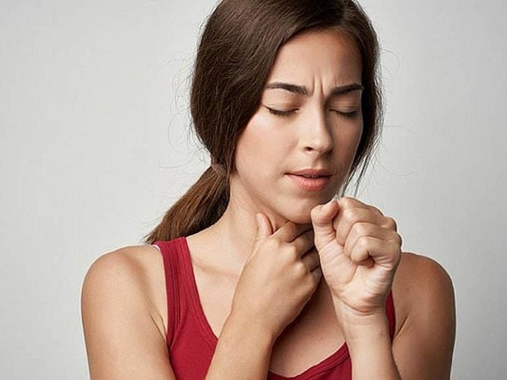 Ho khan liên tục có thể là triệu chứng của viêm amidan hốc mủ bã đậu