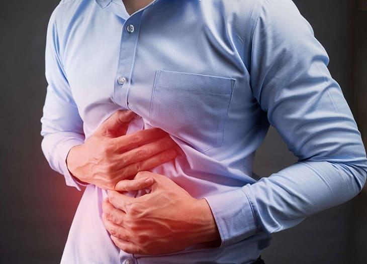 Đau bụng, tiêu chảy là triệu chứng điển hình của viêm đại tràng giả mạc