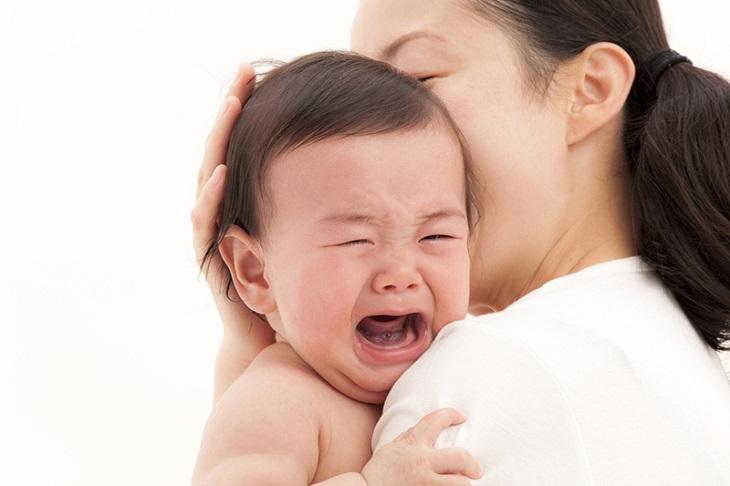 Có nhiều nguyên nhân kết hợp gây bệnh viêm phế quản cấp ở trẻ em