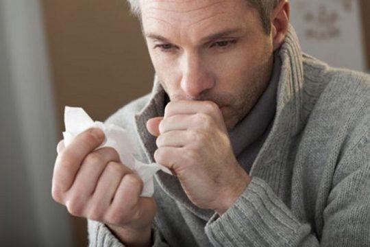Ho là triệu chứng điển hình của viêm phế quản mãn tính