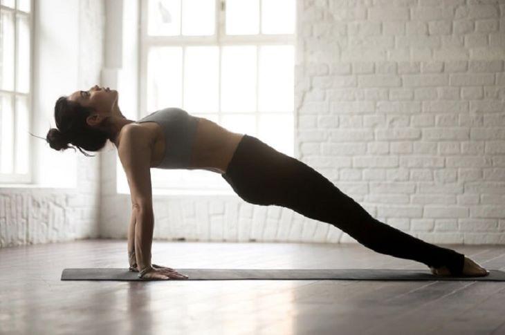 Bài tập yoga tư thế ván ngược