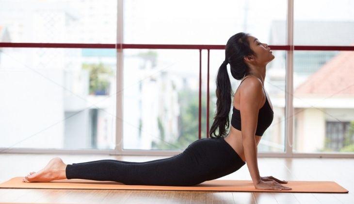 Tư thế rắn hổ mang giảm cơn đau và áp lực lên sống lưng