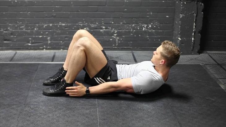 Thực hiện bài tập Alternate Heel Touchers mỗi ngày để giảm mỡ bụng và tăng cường cơ bụng một cách nhanh chóng