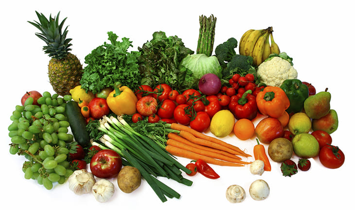 Lựa chọn rau củ tươi để đảm bảo hàm lượng dinh dưỡng khi chế biến món ăn