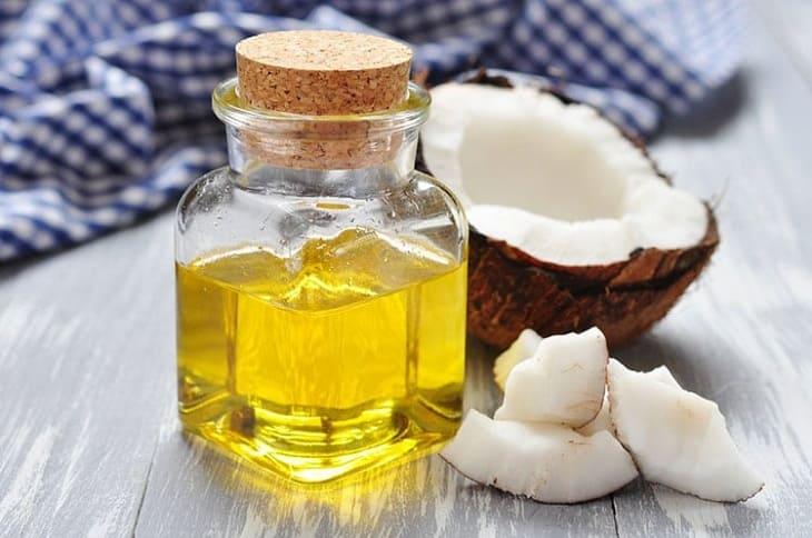 Chữa bệnh trĩ sau sinh ở nhà đơn giản với dầu dừa là cách làm được nhiều người lựa chọn