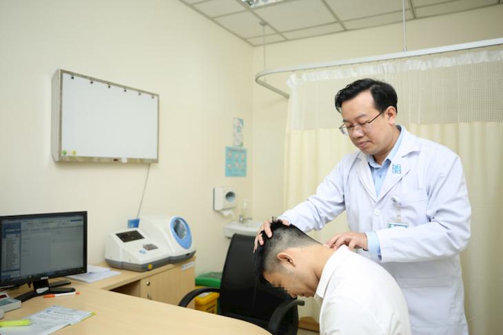 Người bệnh nên tham khảo ý kiến của bác sĩ để được tư vấn sử dụng đai đeo thoát vị đĩa đệm hợp lý