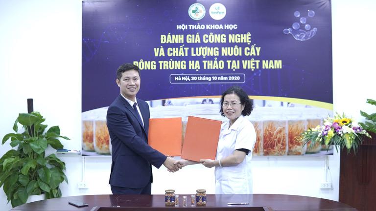 Viện NC&PT Y dược cổ truyền dân tộc ký hợp tác với Trung tâm Vietfarm