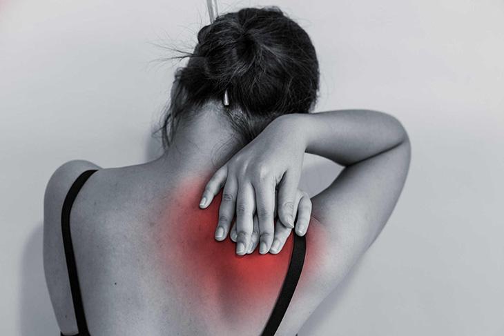 Đau nhức cổ, vai gáy là một trong những triệu chứng của bệnh